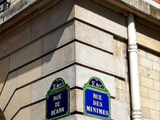 Rue des minimes à Paris