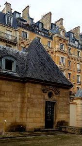 Chapelle dans la cour de l'hôtel de Lamoignon