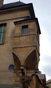 Tourelle d'angle à la croisée des rues Pavée et des Francs-Bourgeois