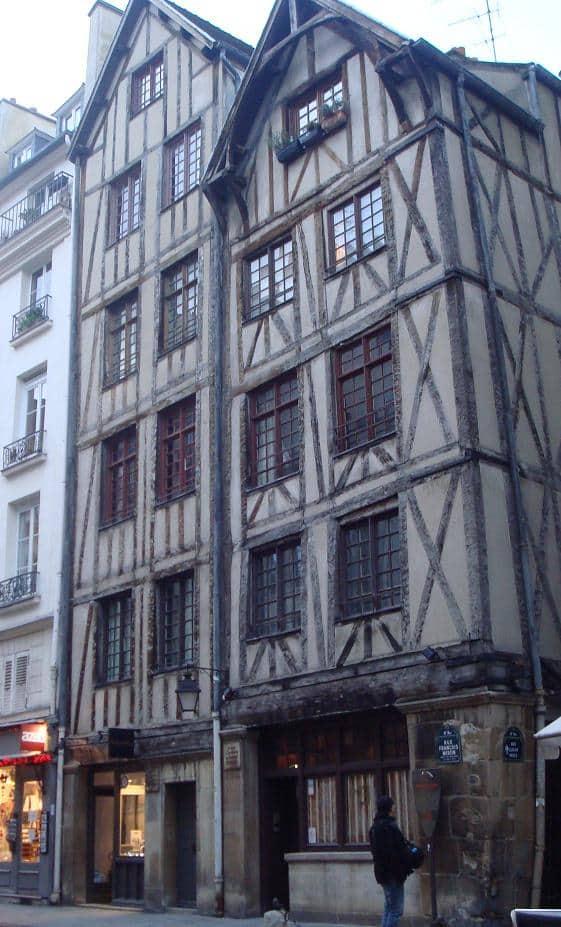 anciennes maisons dans la rue François Miron