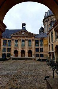 La cour d'entrée de l'Institut de France